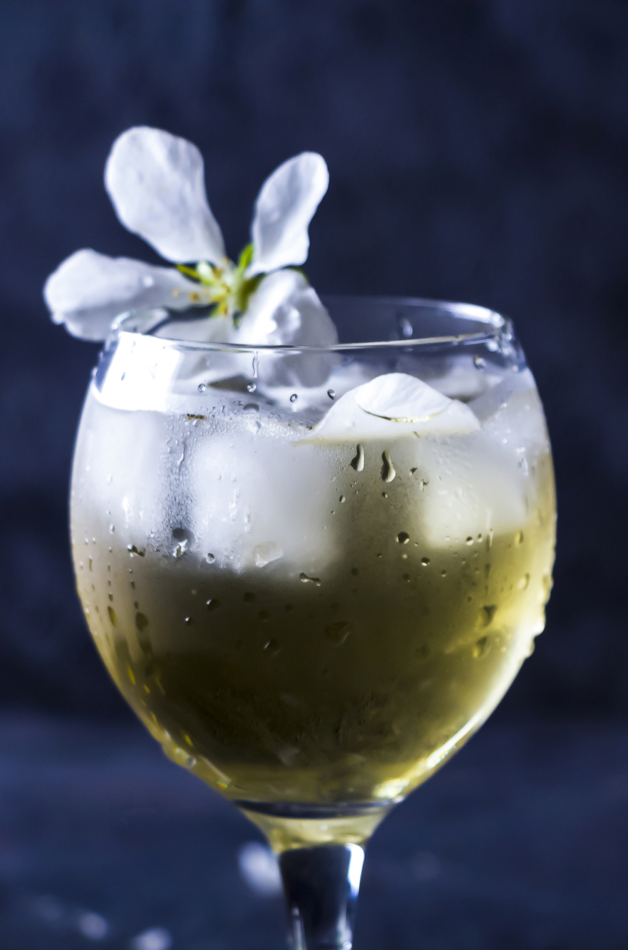 Apple fizz cocktail in glass